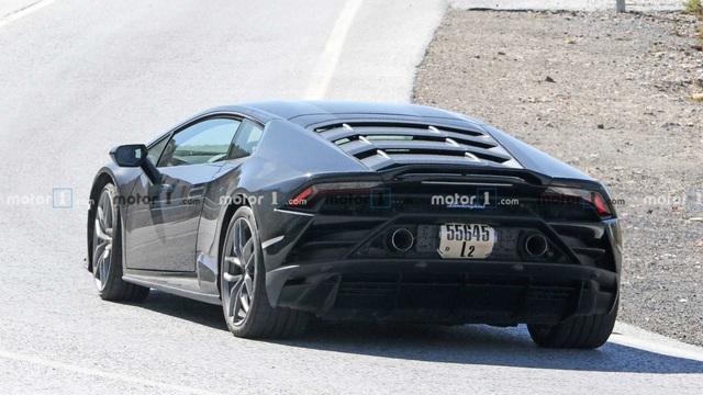 Lamborghini Huracan chạy thử với nhiều chi tiết đáng ngờ - Ảnh 2.