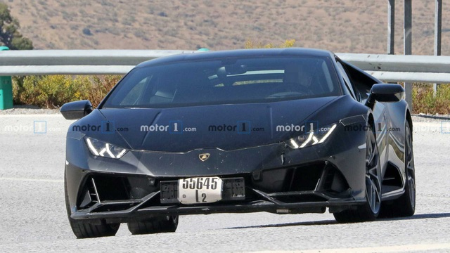 Lamborghini Huracan chạy thử với nhiều chi tiết đáng ngờ - Ảnh 1.