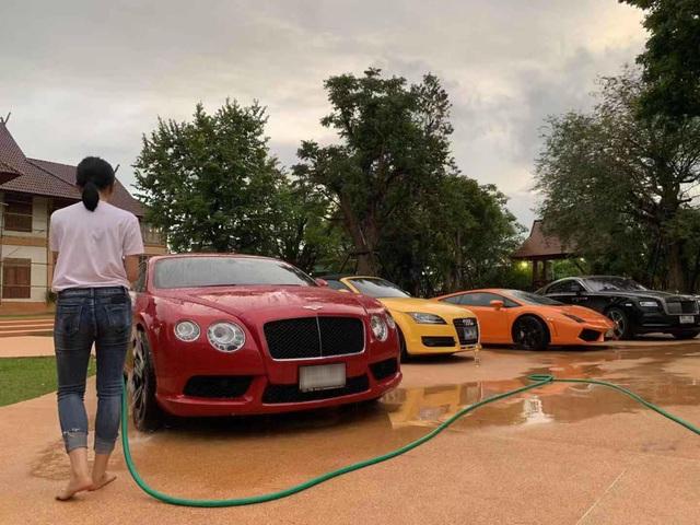 Dàn siêu xe và xe sang đắt đỏ của nhà hot girl Việt lấy chồng người Thái Lan - Ảnh 4.