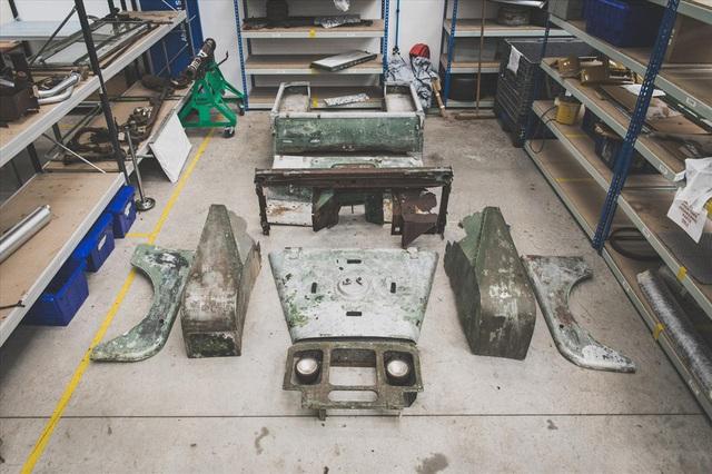 Land Rover 70 tuổi tái xuất hoành tráng sau hơn 1.000 ngày phục dựng - Ảnh 1.