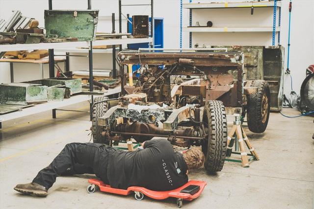 Land Rover 70 tuổi tái xuất hoành tráng sau hơn 1.000 ngày phục dựng - Ảnh 2.
