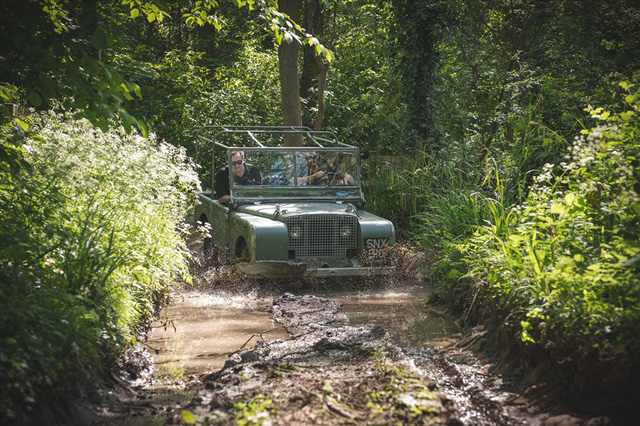 Land Rover 70 tuổi tái xuất hoành tráng sau hơn 1.000 ngày phục dựng - Ảnh 8.