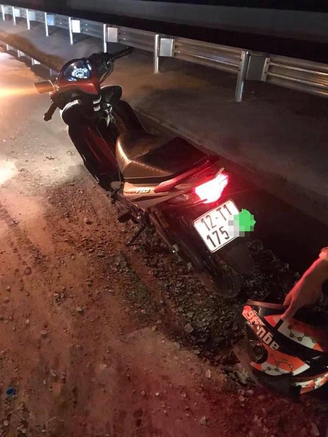 Thanh niên lao xe máy xuống cống giữa đêm không ai cứu, hành động của tài xế xe tải khiến tất cả cảm phục - Ảnh 3.