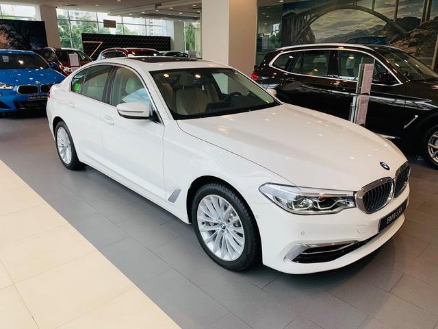 THACO lại tung chiêu giảm sốc giá BMW: 5-Series hạ 230 triệu đồng, quyết hơn thua E-Class nhưng 'giẫm chân' đàn em 3-Series - Ảnh 1.