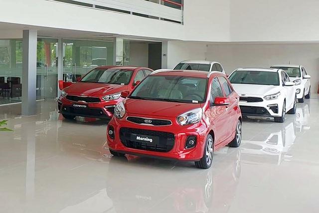 Thời điểm vàng mua ô tô tại Việt Nam: Từ xe sang đến phổ thông đua nhau đại hạ giá với mức giảm tới cả trăm triệu đồng - Ảnh 3.