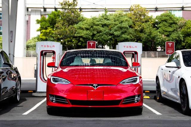 Tesla sắp cho ra mắt pin xe điện có độ bền hơn 1 triệu km - Ảnh 1.
