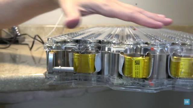 Tesla sắp cho ra mắt pin xe điện có độ bền hơn 1 triệu km - Ảnh 2.