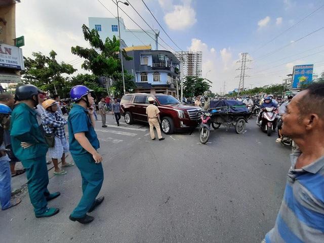 Va chạm với khủng long Cadillac Escalade, lái xe kéo ẩu đả với tài xế giữa phố Sài Gòn - Ảnh 3.