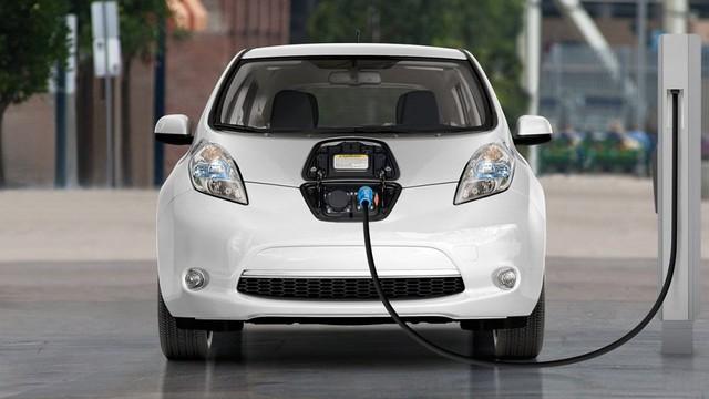 VinFast, Mitsubishi và Tesla rộng cửa đưa xe điện 'giá rẻ' về Việt Nam - Ảnh 1.