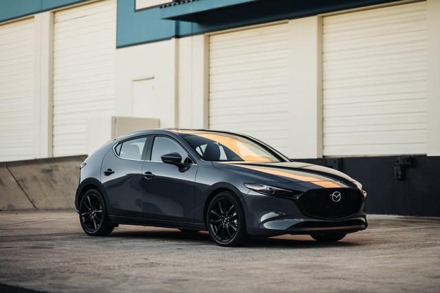 Mặc kệ lỗi phanh, Mazda3 vẫn liên tiếp giật giải Xe của năm, xếp ngang hàng loạt xe sang đình đám - Ảnh 1.