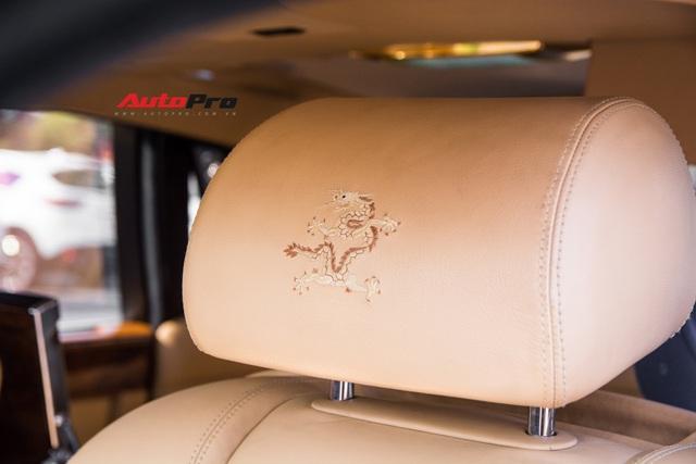 Rolls-Royce Phantom độ phiên bản rồng, mạ vàng có giá bao nhiêu trên sàn xe lướt? - Ảnh 2.