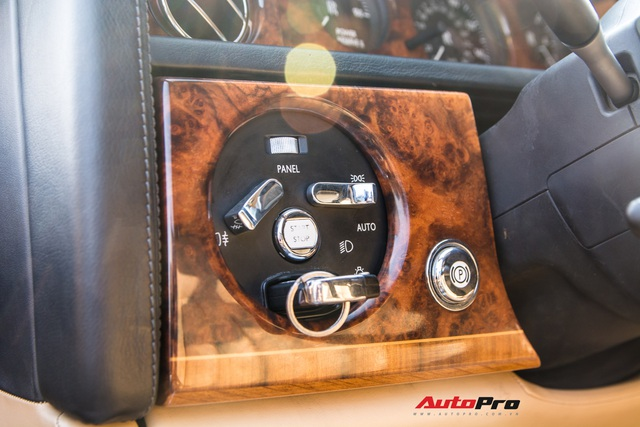 Rolls-Royce Phantom độ phiên bản rồng, mạ vàng có giá bao nhiêu trên sàn xe lướt? - Ảnh 12.