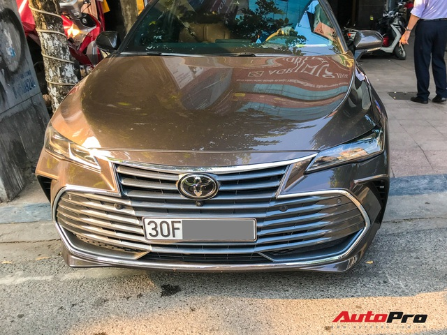 Cận cảnh hàng hiếm Toyota Avalon 2019 - Đàn anh của Toyota Camry lăn bánh Việt Nam - Ảnh 4.