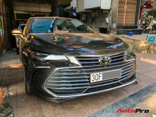 Cận cảnh hàng hiếm Toyota Avalon 2019 - Đàn anh của Toyota Camry lăn bánh Việt Nam - Ảnh 1.