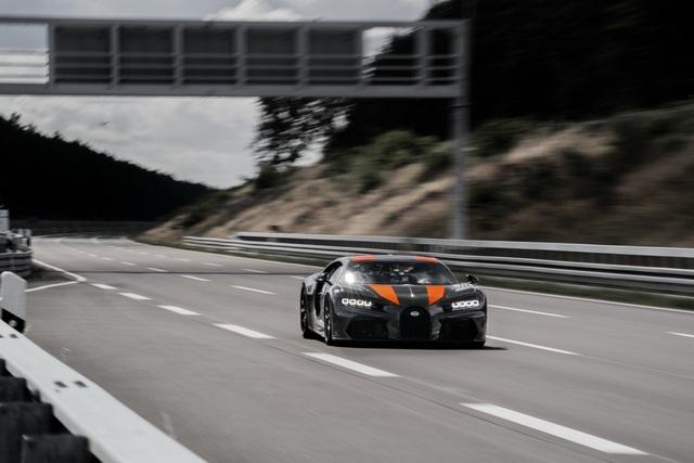 Bugatti xô đổ cột mốc 300 dặm/giờ ao ước của mọi hãng xe thể thao với Chiron, nhấp nhá phiên bản Super Sport - Ảnh 1.