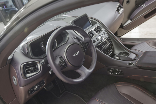 Chi tiết Aston Martin DB11 màu Kopi Bronze độc nhất Việt Nam vừa về đại lý - Ảnh 7.