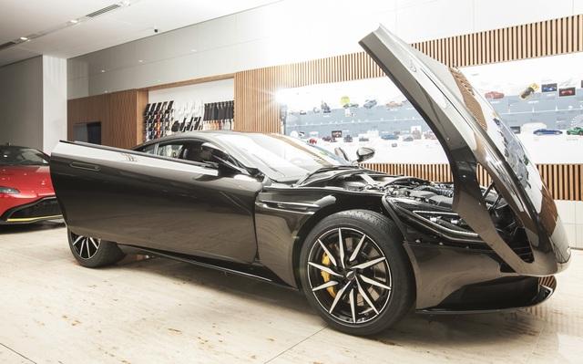 Chi tiết Aston Martin DB11 màu Kopi Bronze độc nhất Việt Nam vừa về đại lý - Ảnh 9.