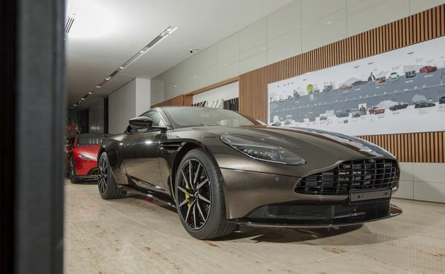 Chi tiết Aston Martin DB11 màu Kopi Bronze độc nhất Việt Nam vừa về đại lý - Ảnh 1.