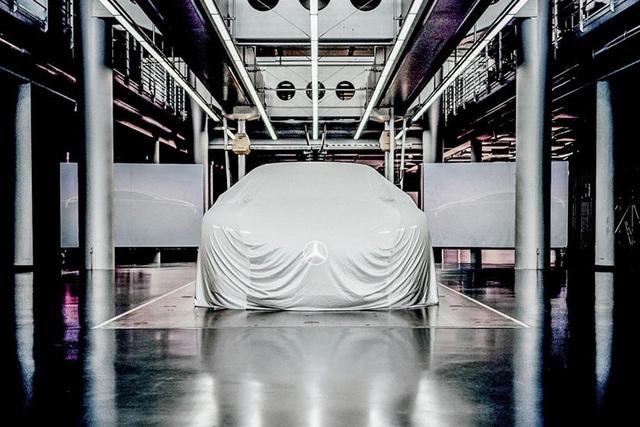 Mercedes-Benz thách thức Porsche ngay trong ngày ra mắt Taycan - Ảnh 1.