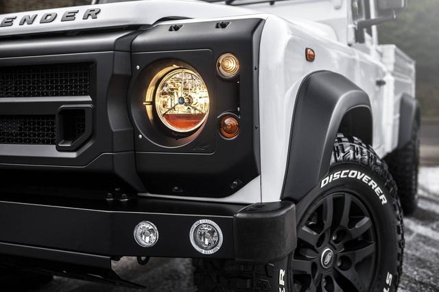 Chiếc bán tải Land Rover Defender siêu độc có giá ngang Mercedes-Benz C-Class - Ảnh 3.