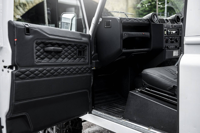 Chiếc bán tải Land Rover Defender siêu độc có giá ngang Mercedes-Benz C-Class - Ảnh 11.