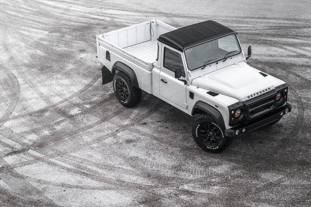 Chiếc bán tải Land Rover Defender siêu độc có giá ngang Mercedes-Benz C-Class - Ảnh 1.