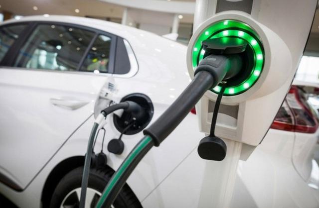 Mọi người đang bắt đầu mua xe điện với cùng một lý do như khi mua những chiếc xe chạy xăng truyền thống - Ảnh 1.