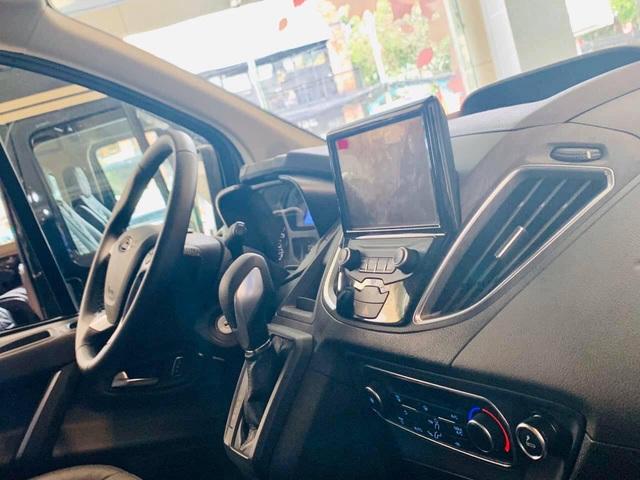 Ford Tourneo bản thương mại ồ ạt về đại lý, giá dự kiến rẻ hơn Kia Sedona - Ảnh 6.
