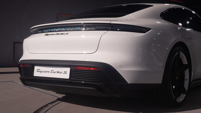 Những điểm nhấn thú vị trên Porsche Taycan sẽ về Việt Nam - Ảnh 6.