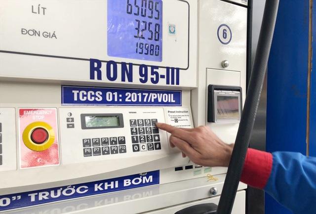 Đổ xăng như thế nào để tiết kiệm tiền và bảo vệ xe máy? - Ảnh 2.