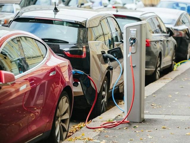 Mọi người đang bắt đầu mua xe điện với cùng một lý do như khi mua những chiếc xe chạy xăng truyền thống - Ảnh 2.
