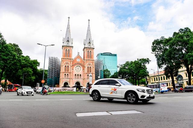 Hành trình Mercedes-Benz SUVenture 2019: Khám phá vẻ đẹp Sài Gòn bằng SUV - Ảnh 1.