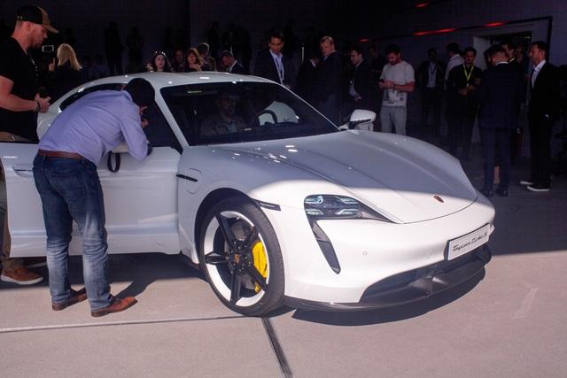 Những điểm nhấn thú vị trên Porsche Taycan sẽ về Việt Nam - Ảnh 3.