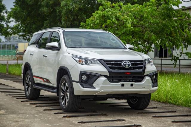 Toyota Fortuner bản thể thao TRD chốt giá gần 1,2 tỷ đồng - Ảnh 1.