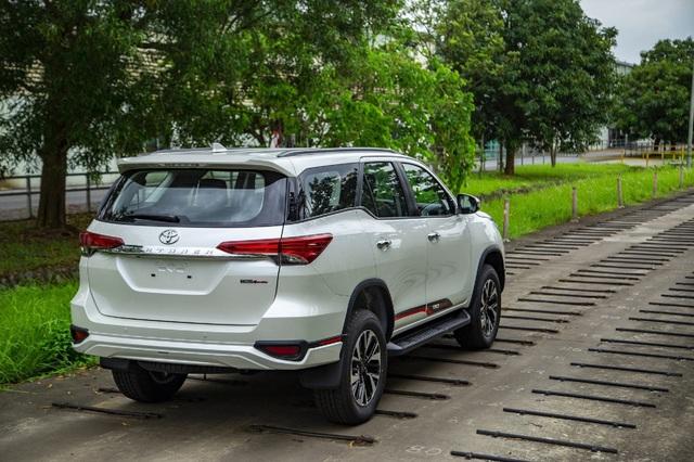 Toyota Fortuner bản thể thao TRD chốt giá gần 1,2 tỷ đồng - Ảnh 2.