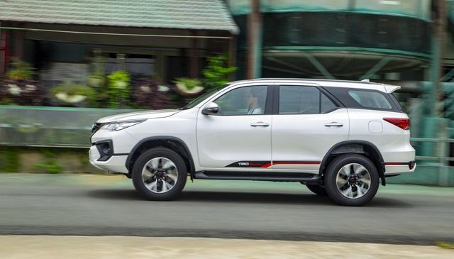 Toyota Fortuner bản thể thao TRD chốt giá gần 1,2 tỷ đồng - Ảnh 3.