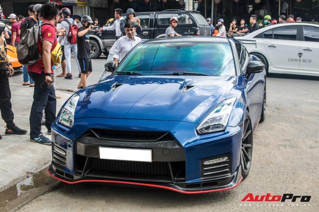 Hàng chục siêu xe và xe thể thao độ của đại gia Sài Gòn đổ bộ Bình Dương thu hút sự chú ý của người dân - Ảnh 7.