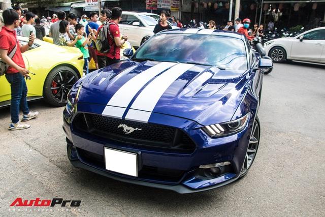 Hàng chục siêu xe và xe thể thao độ của đại gia Sài Gòn đổ bộ Bình Dương thu hút sự chú ý của người dân - Ảnh 11.