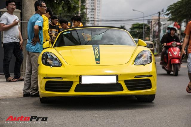 Hàng chục siêu xe và xe thể thao độ của đại gia Sài Gòn đổ bộ Bình Dương thu hút sự chú ý của người dân - Ảnh 13.