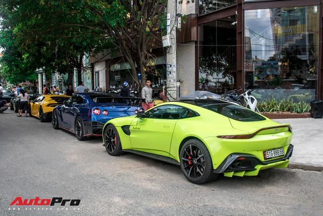 Hàng chục siêu xe và xe thể thao độ của đại gia Sài Gòn đổ bộ Bình Dương thu hút sự chú ý của người dân - Ảnh 19.