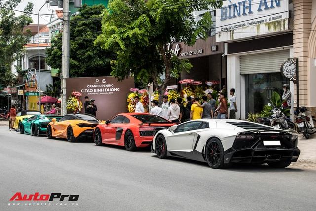 Hàng chục siêu xe và xe thể thao độ của đại gia Sài Gòn đổ bộ Bình Dương thu hút sự chú ý của người dân - Ảnh 21.