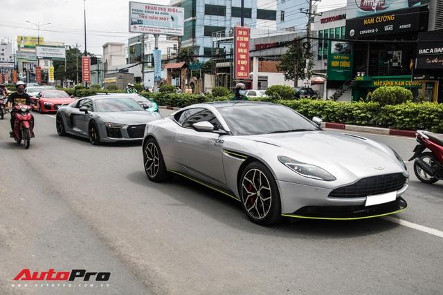 Hàng chục siêu xe và xe thể thao độ của đại gia Sài Gòn đổ bộ Bình Dương thu hút sự chú ý của người dân - Ảnh 22.