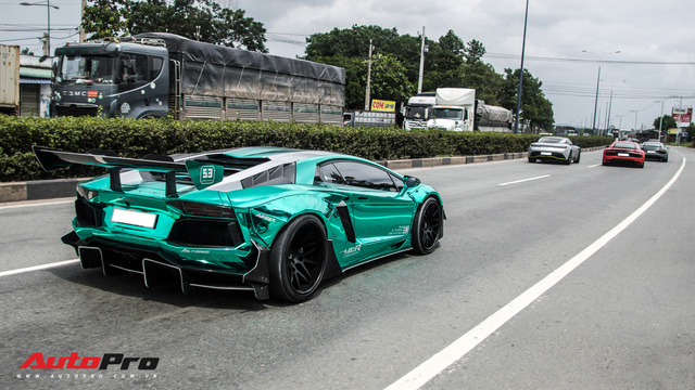 Hàng chục siêu xe và xe thể thao độ của đại gia Sài Gòn đổ bộ Bình Dương thu hút sự chú ý của người dân - Ảnh 27.