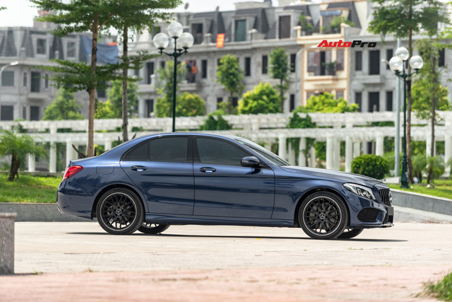 Mercedes-Benz C300 AMG độ kiểu C63 S được rao bán ngay sau lần thay dầu đầu tiên - Ảnh 3.