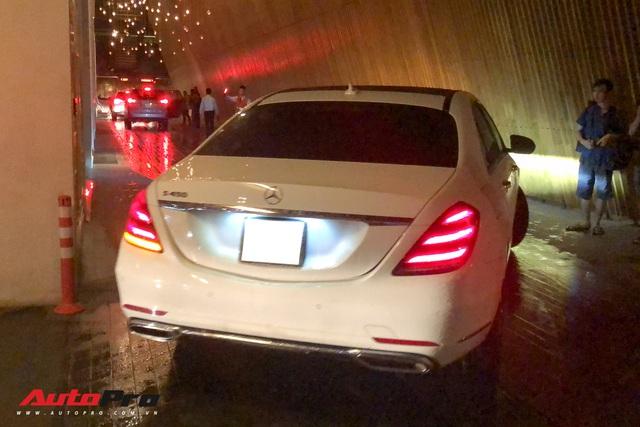 Xem dàn xe trăm tỷ nhà Minh Nhựa vượt mưa lớn vào lễ cưới xa hoa của con gái đầu - Ảnh 12.