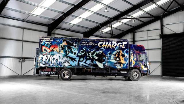 Xe tải Volvo có giá triệu đô vì được vẽ bức họa nổi tiếng - Ảnh 1.