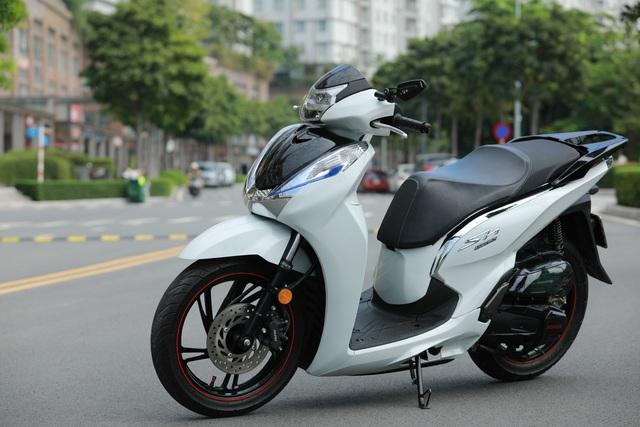 Xưởng độ ở Sài Gòn biến hóa Honda SH125i/150i thành SH300i với chi phí 12 triệu đồng - Ảnh 2.