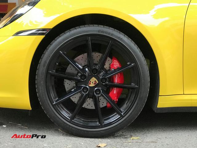 Porsche 911 Carrera S Cabriolet đầu tiên tại Việt Nam chính thức có biển số - Ảnh 4.