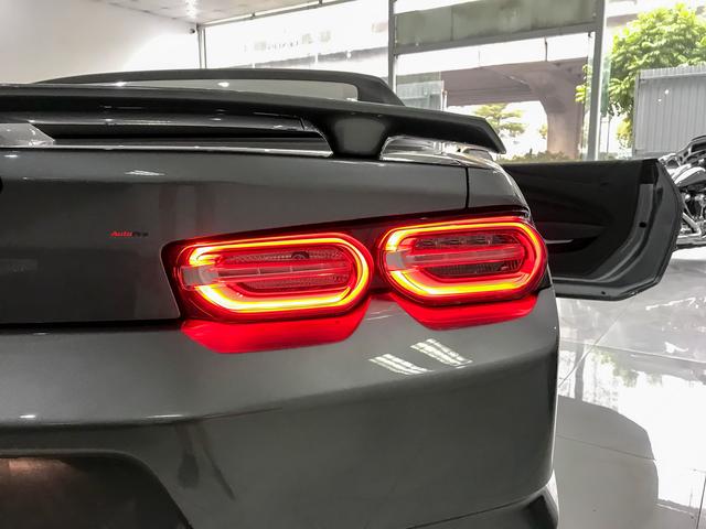 Cận cảnh bộ ghế nỉ trên Chevrolet Camaro RS 2019 mui trần đầu tiên về Việt Nam: Có đáng chê như tranh cãi? - Ảnh 8.