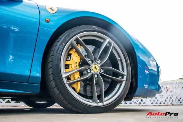 Cận cảnh Ferrari 488 Spider màu xanh dương độc nhất Việt Nam của đại gia Bình Phước - Ảnh 5.